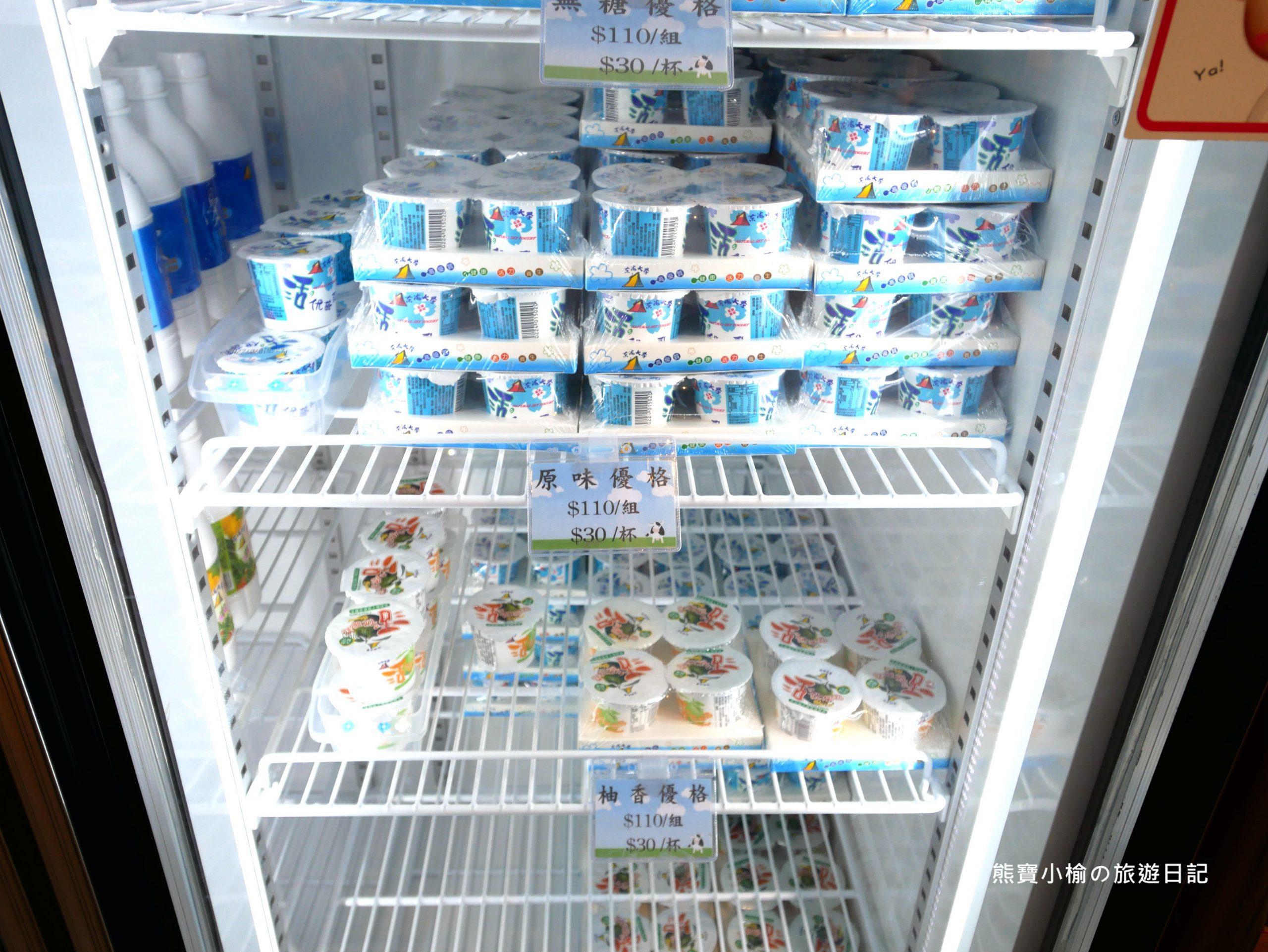 東海大學乳品小棧,來東海牧場散步必吃牛奶冰淇淋、牛奶泡芙!東海校內美食。 @熊寶小榆の旅遊日記